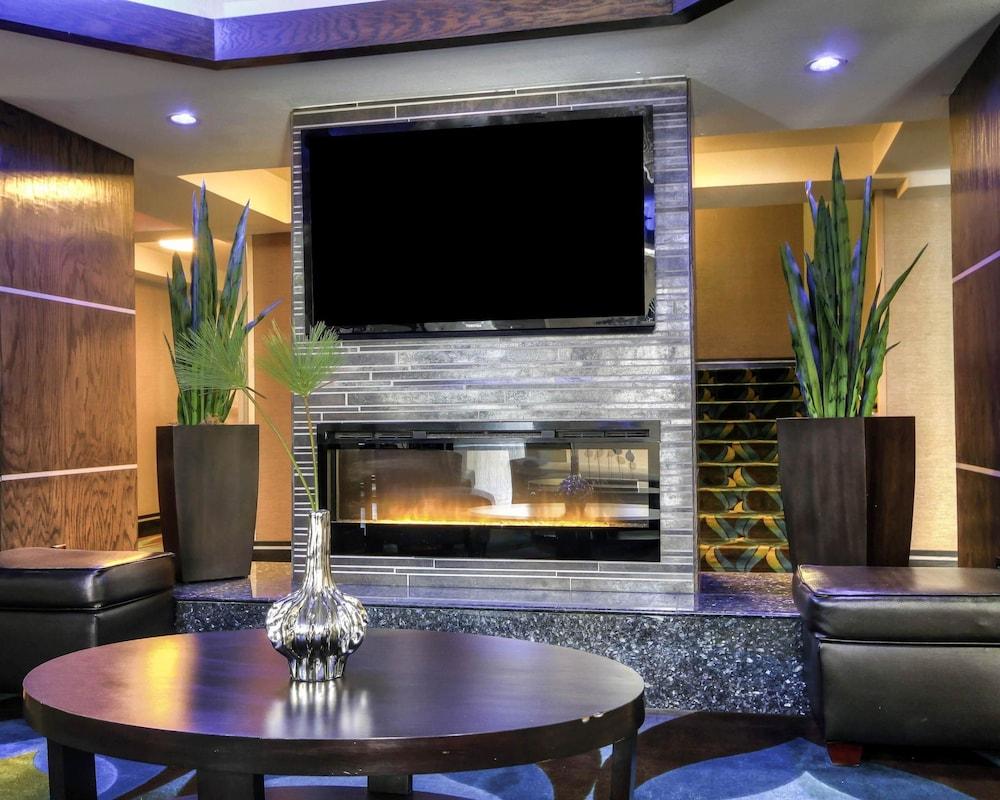 컴포트 인 & 스위트  I-10 에어포트(Comfort Inn & Suites I-10 Airport) Hotel Image 1 - Lobby