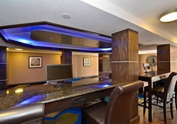 컴포트 인 & 스위트  I-10 에어포트(Comfort Inn & Suites I-10 Airport) Hotel Image 6 - Lobby Lounge