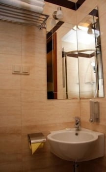 호텔 매그네트(Hotel Magnat) Hotel Image 7 - Bathroom Sink
