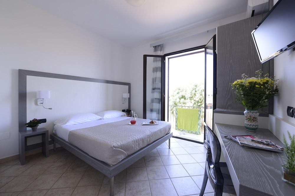 오아시스 호텔 레지던스 & 리조트(Oasis Hotel Residence & Resort) Hotel Image 3 - Guestroom