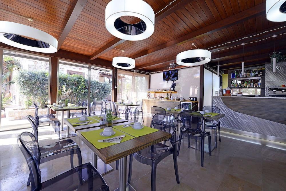 오아시스 호텔 레지던스 & 리조트(Oasis Hotel Residence & Resort) Hotel Image 15 - Breakfast Area