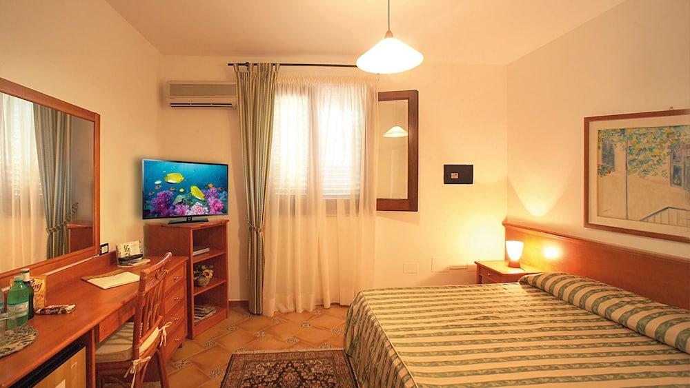 오아시스 호텔 레지던스 & 리조트(Oasis Hotel Residence & Resort) Hotel Image 8 - Guestroom