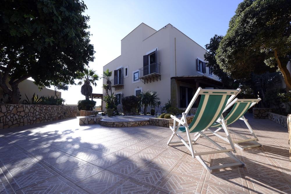 오아시스 호텔 레지던스 & 리조트(Oasis Hotel Residence & Resort) Hotel Image 17 - Hotel Front