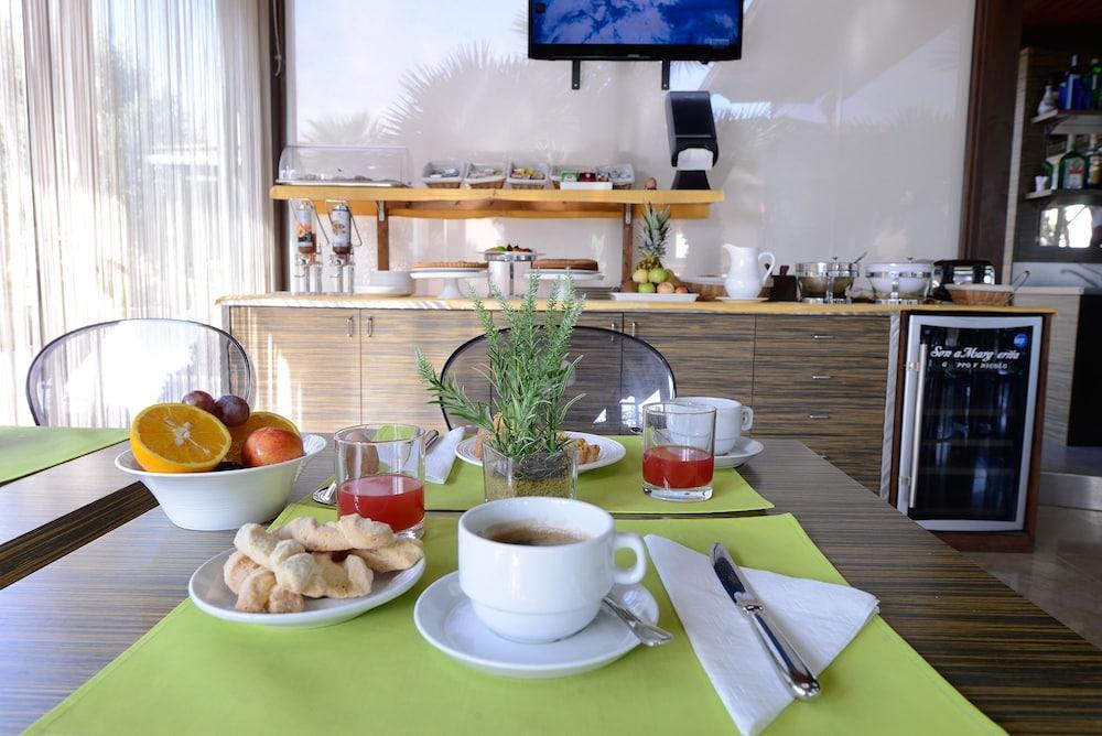 오아시스 호텔 레지던스 & 리조트(Oasis Hotel Residence & Resort) Hotel Image 16 - Breakfast Meal