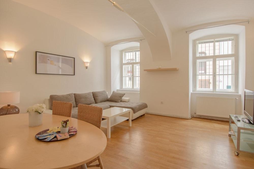비엔나 아파트먼트 원 슈미트가쎄(Vienna Apartment One Schmidgasse) Hotel Image 8 - Living Area