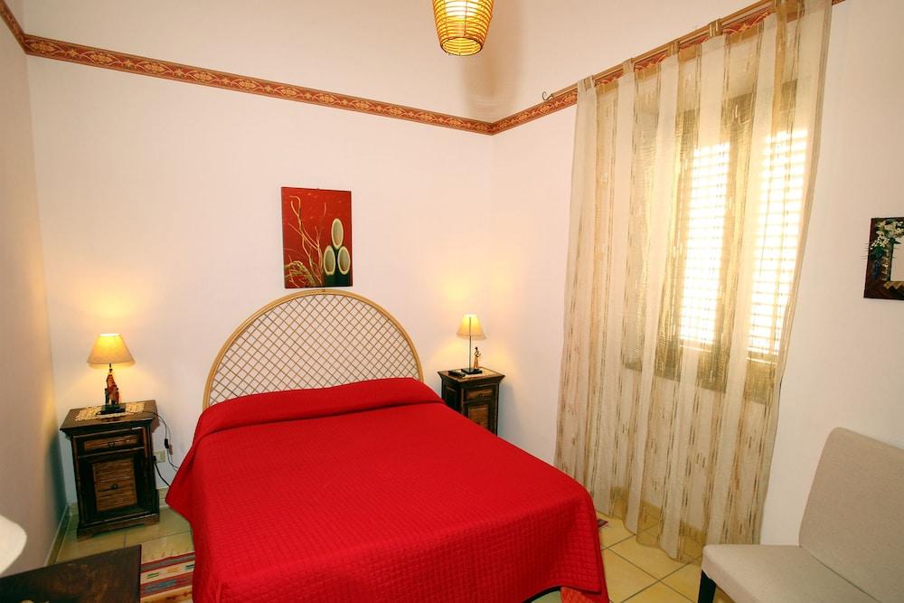 카사 바칸체 포르타 카리니(Casa Vacanze Porta Carini) Hotel Image 7 - Guestroom