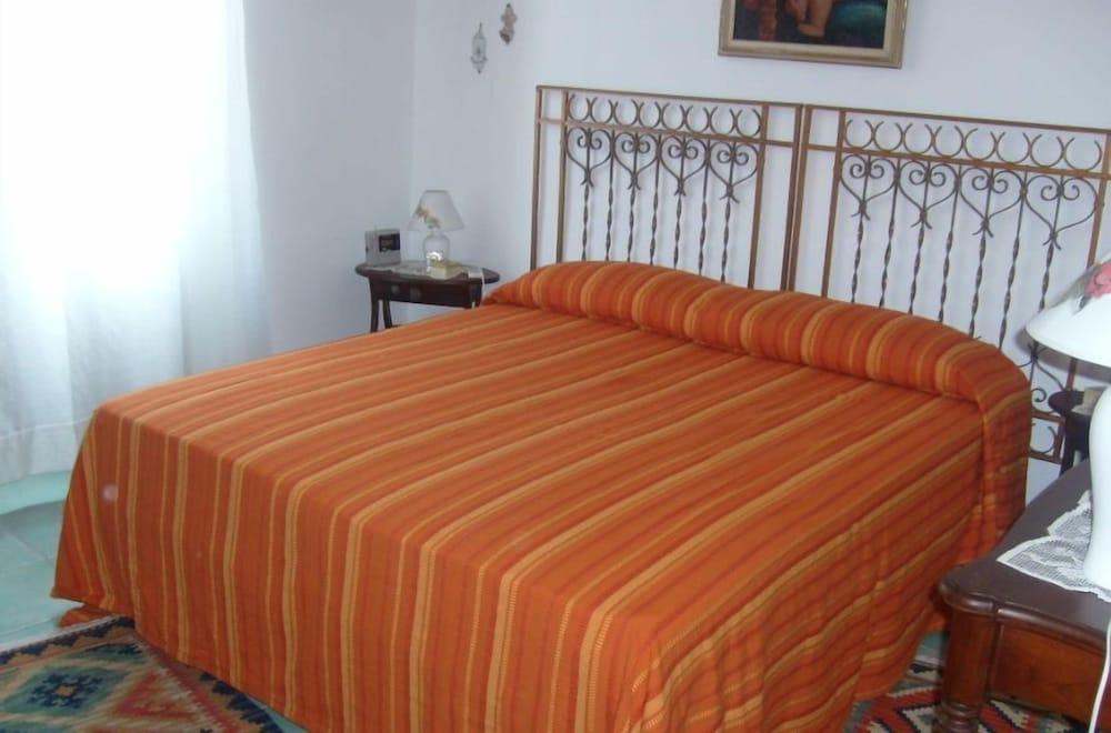 카사 바칸체 포르타 카리니(Casa Vacanze Porta Carini) Hotel Image 6 - Guestroom