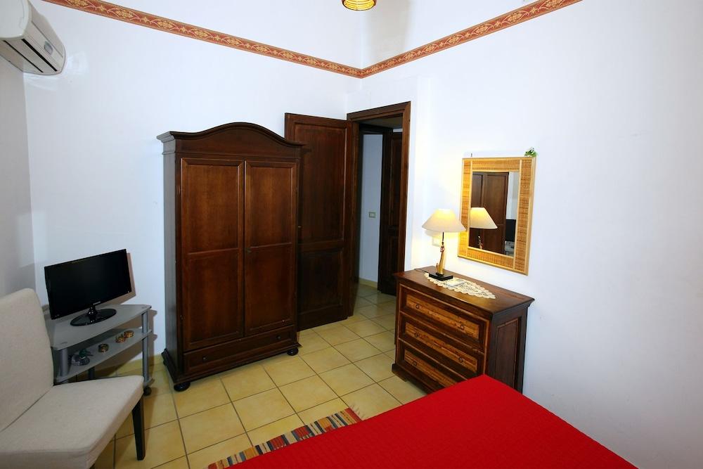 카사 바칸체 포르타 카리니(Casa Vacanze Porta Carini) Hotel Image 8 - Guestroom