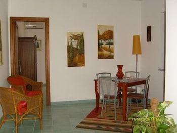 카사 바칸체 포르타 카리니(Casa Vacanze Porta Carini) Hotel Image 12 - Living Area