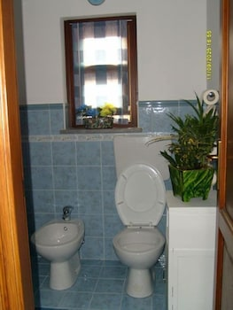 카사 바칸체 포르타 카리니(Casa Vacanze Porta Carini) Hotel Image 14 - Bathroom