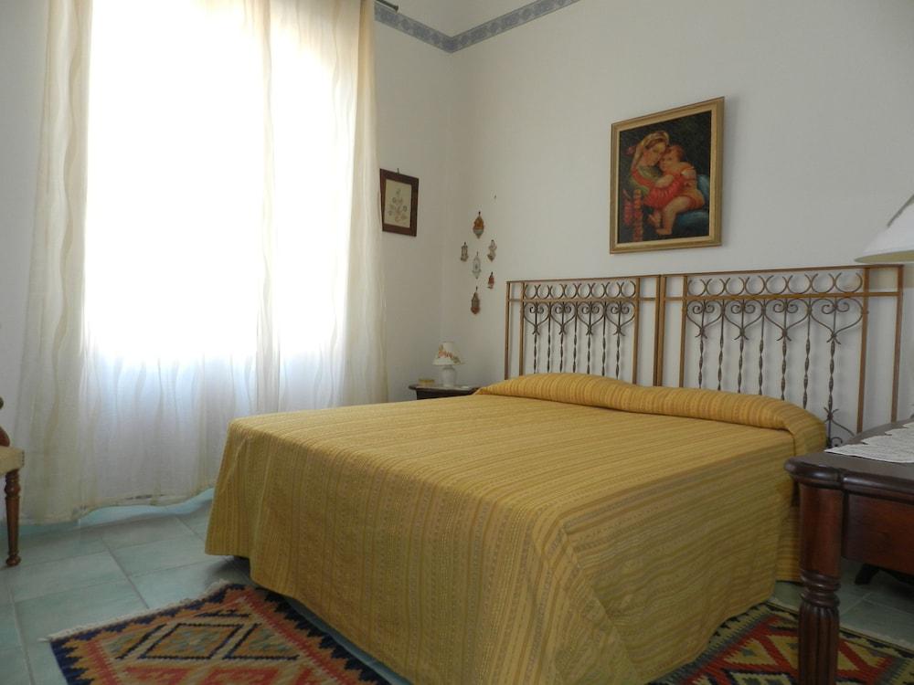 카사 바칸체 포르타 카리니(Casa Vacanze Porta Carini) Hotel Image 11 - Guestroom