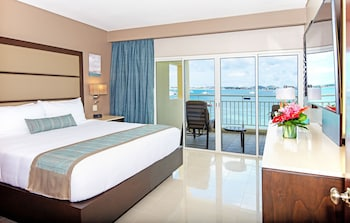 Junior Suite, 1 King Bed, Kitchenette, Oceanfront