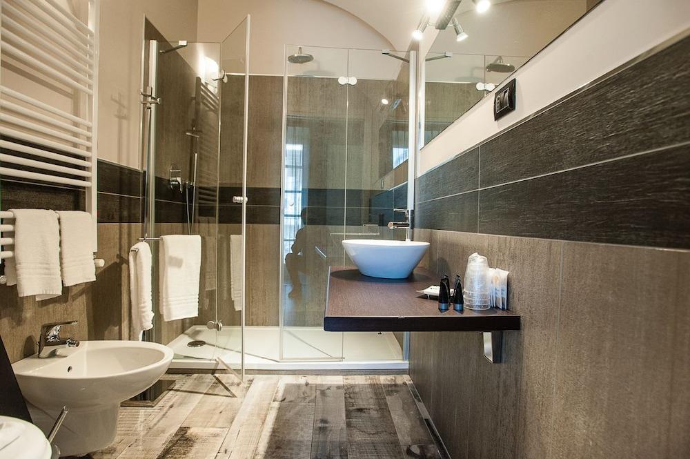 아달레지아 호텔&커피(Adalesia Hotel&Coffee) Hotel Image 11 - Bathroom