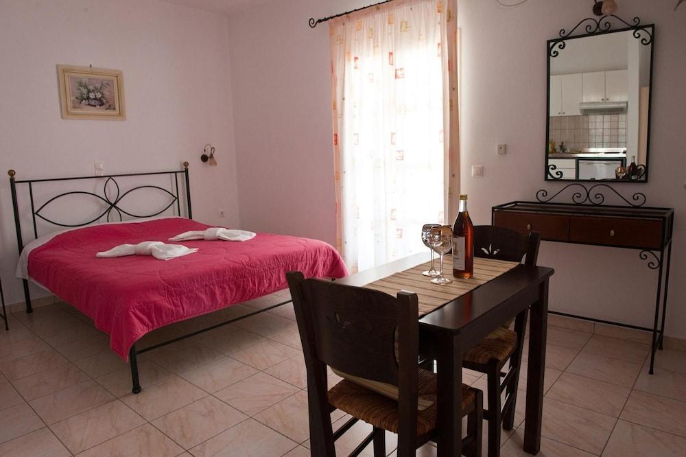제피로스 스튜디오스(Zefyros Studios) Hotel Image 2 - Guestroom