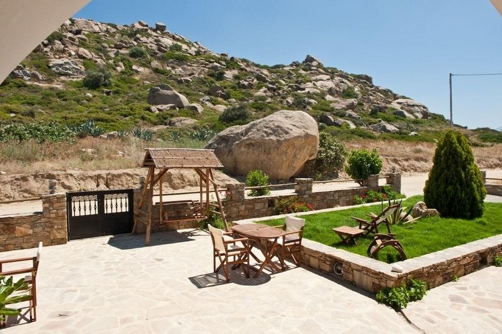 제피로스 스튜디오스(Zefyros Studios) Hotel Image 15 - Property Grounds