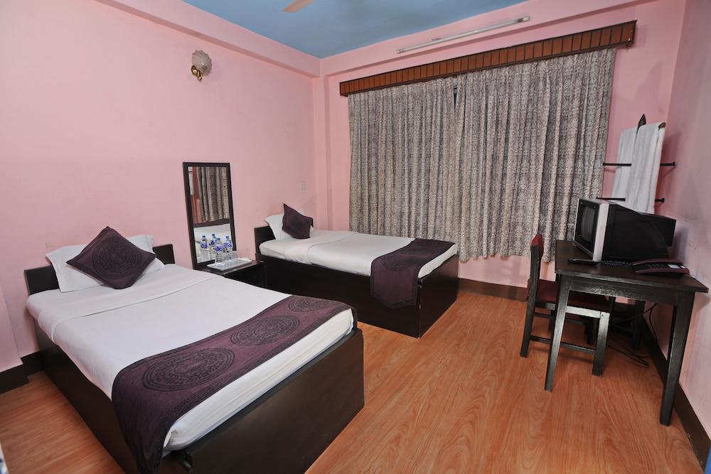 Basic Room, Shared Bathroom ()