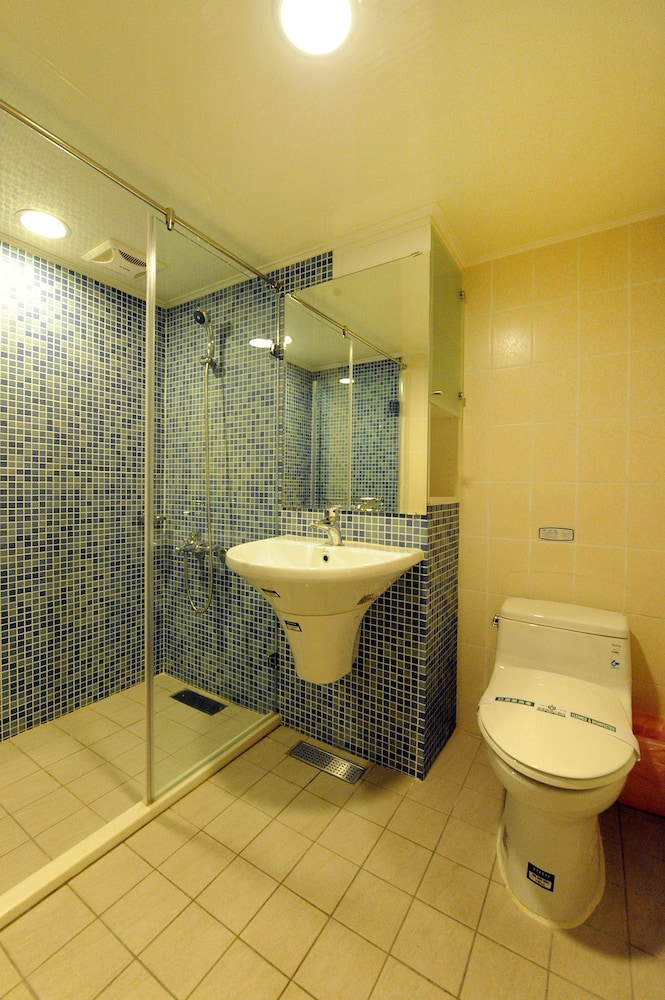 온 사이트 인(On Sight Inn) Hotel Image 27 - Bathroom
