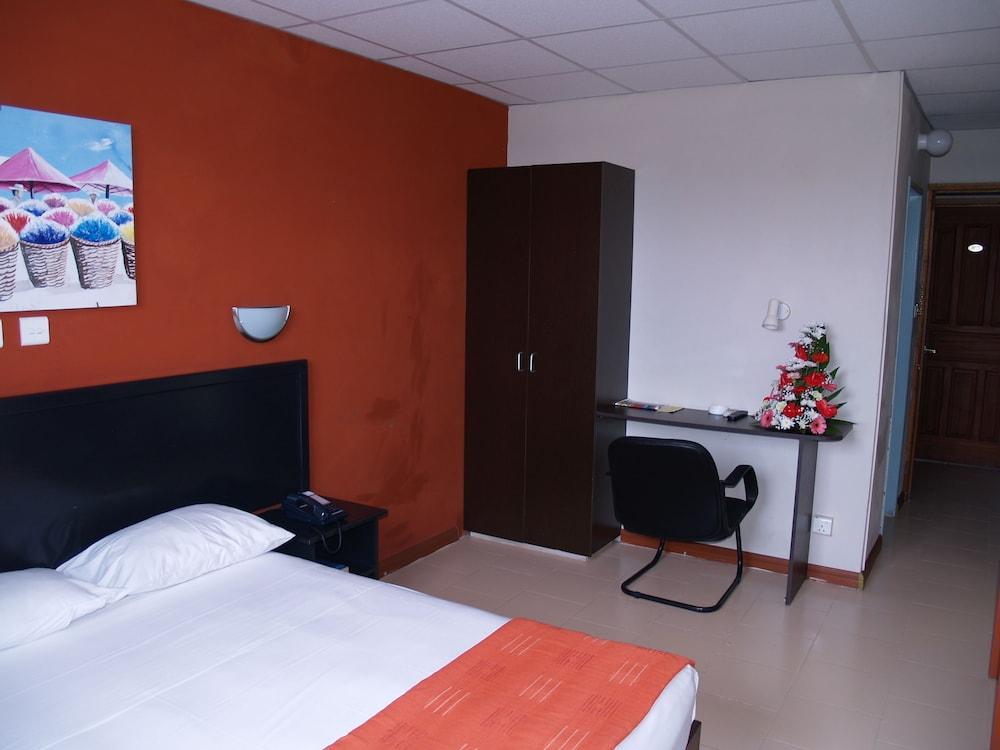 Champ de Mars Hotel