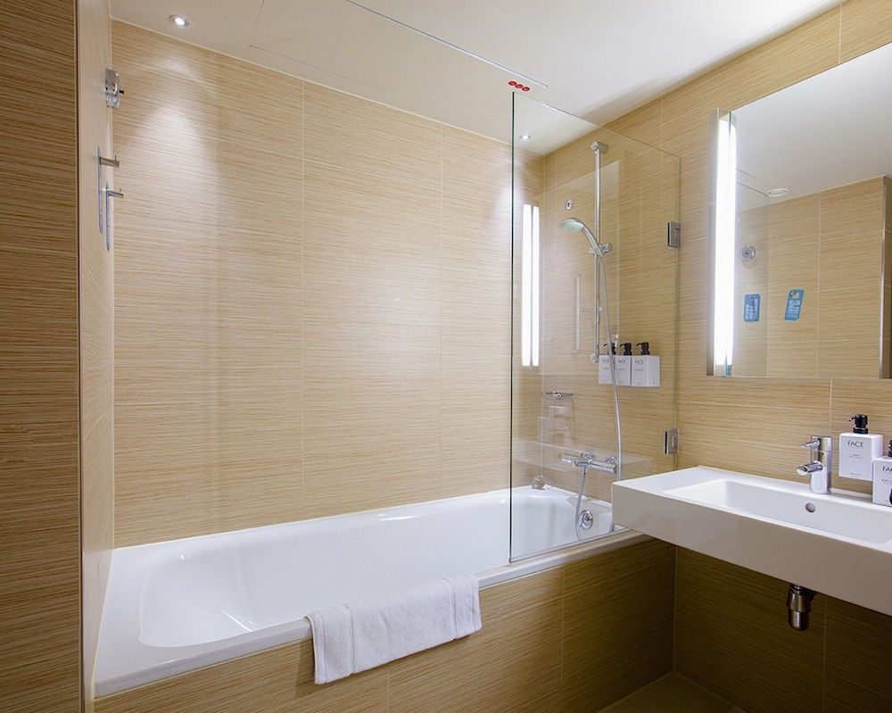 스칸딕 함부르크 엠포리오(Scandic Hamburg Emporio) Hotel Image 40 - 욕실