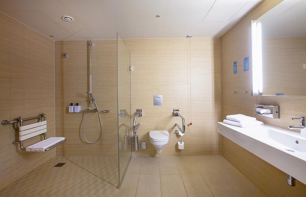 스칸딕 함부르크 엠포리오(Scandic Hamburg Emporio) Hotel Image 41 - 욕실