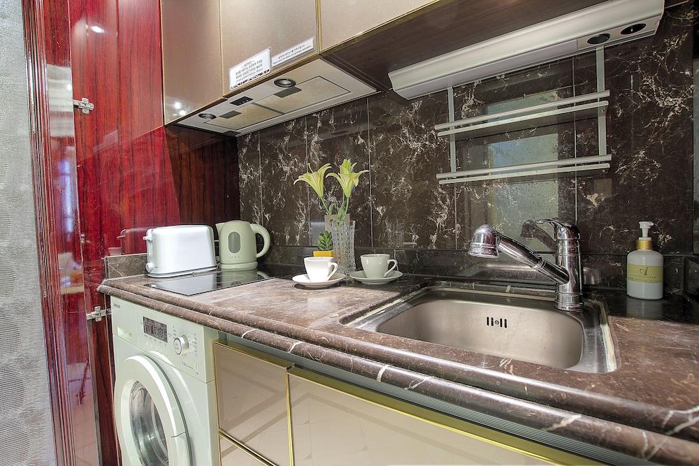 호텔 아르누보 서초(Hotel Artnouveau Seocho) Hotel Image 28 - In-Room Kitchen