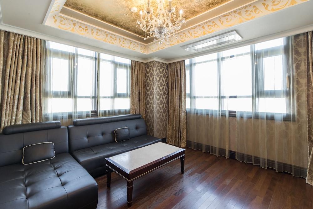 호텔 아르누보 서초(Hotel Artnouveau Seocho) Hotel Image 15 - Guestroom