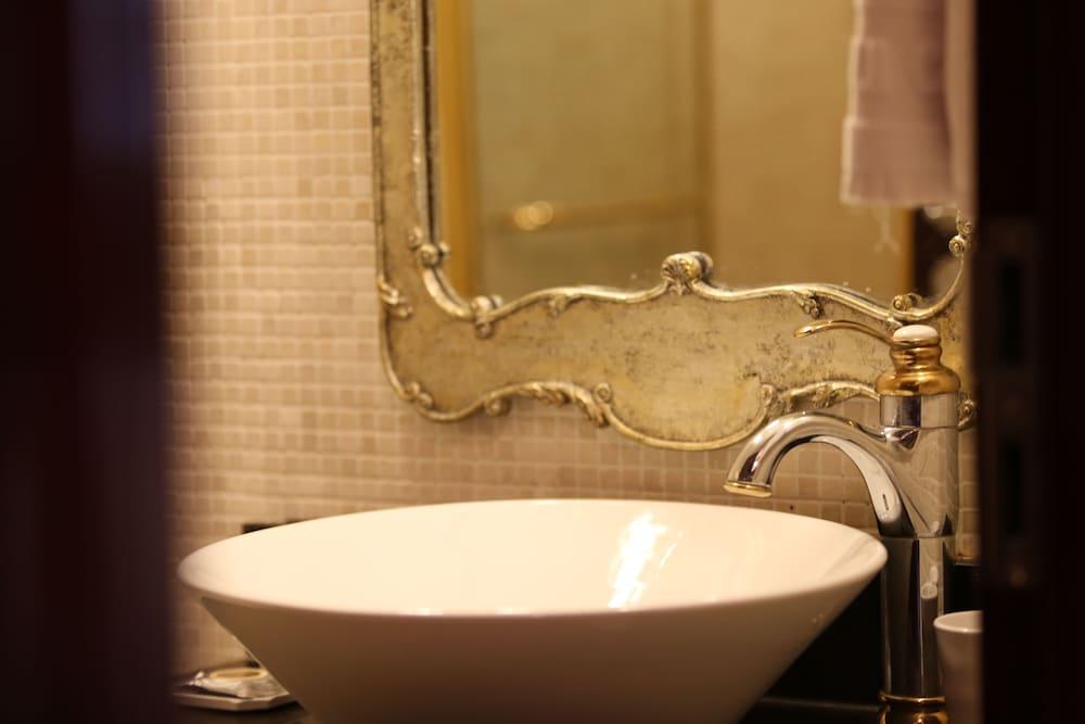 호텔 아르누보 서초(Hotel Artnouveau Seocho) Hotel Image 41 - Bathroom Sink