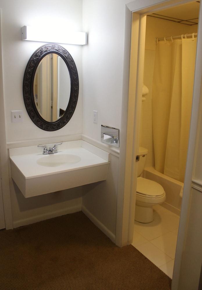 앵커리지 인(Anchorage Inn) Hotel Image 17 - Bathroom