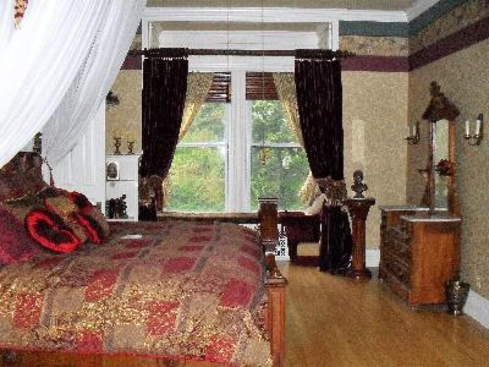알렉산더 맨션 히스토릭 B&B(Alexander Mansion Historic Bed and Breakfast) Hotel Image 19 - Guestroom
