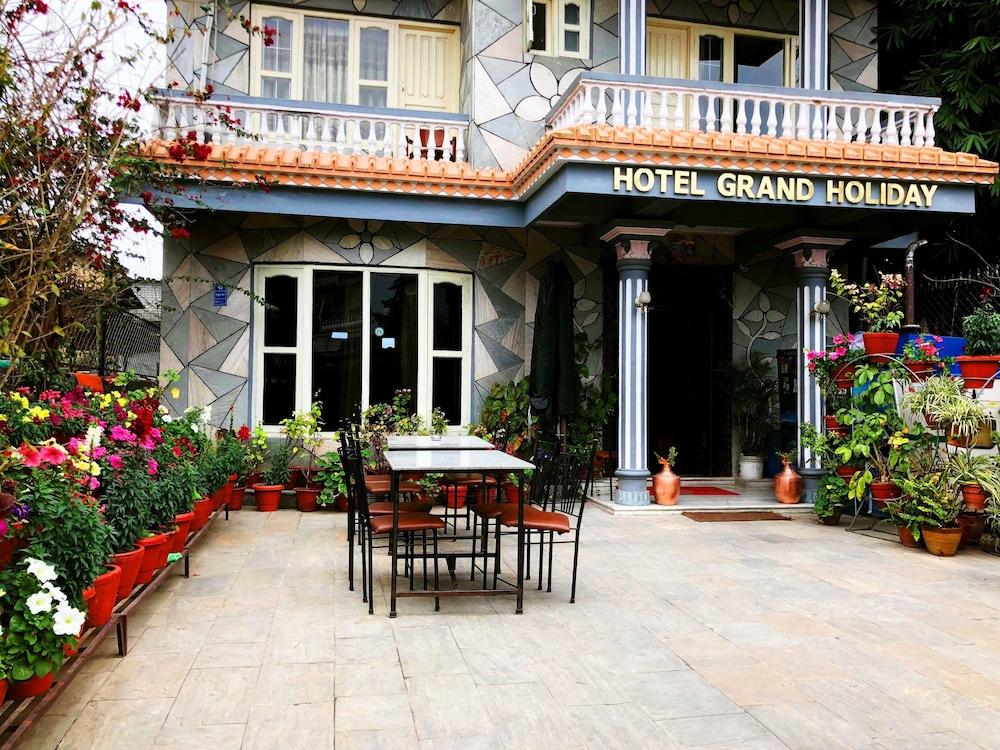 호텔 그랜드 홀리데이(Hotel Grand Holiday) Hotel Image 125 - Hotel Entrance