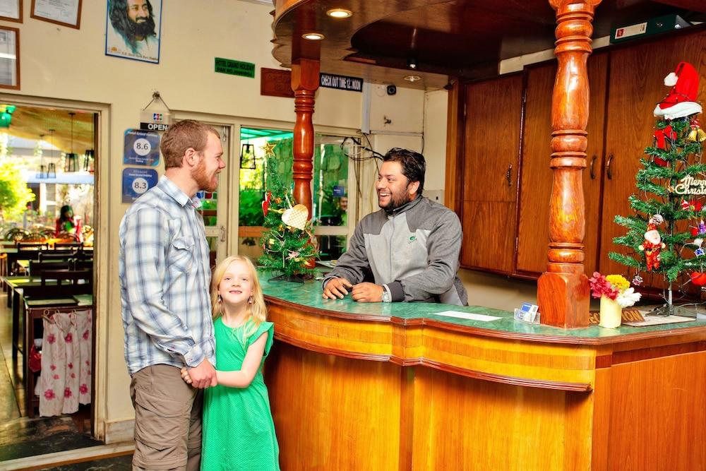 호텔 그랜드 홀리데이(Hotel Grand Holiday) Hotel Image 3 - Reception