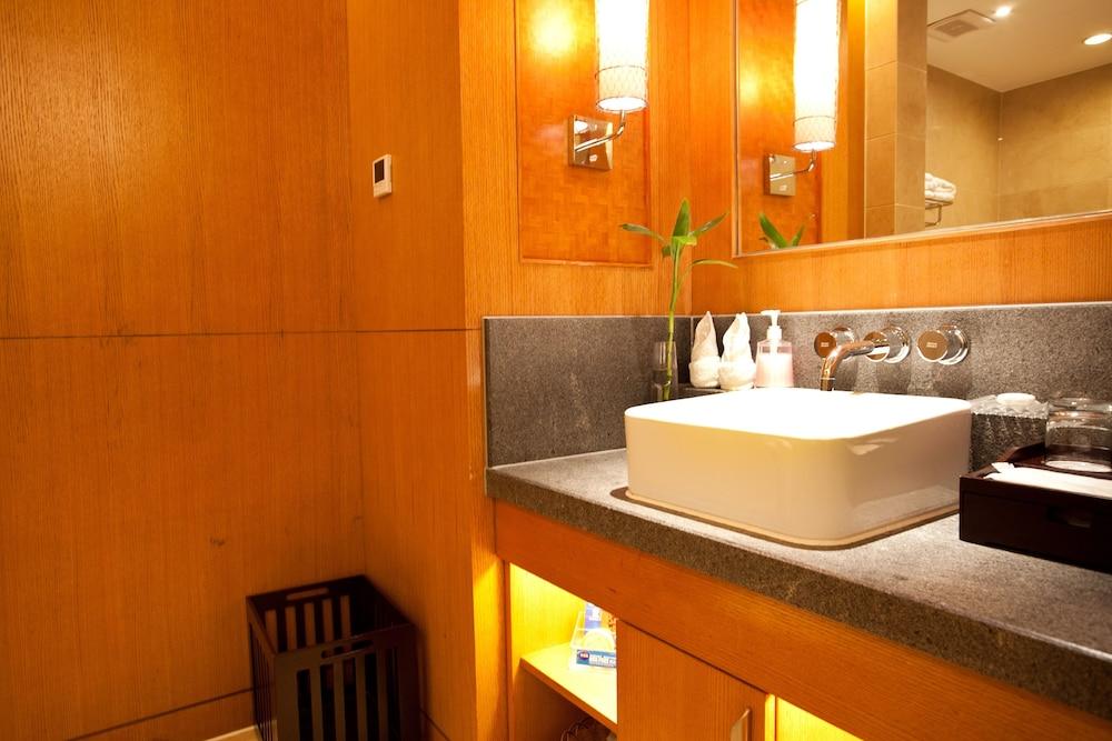 가든 호텔(Garden Hotel) Hotel Image 27 - Bathroom