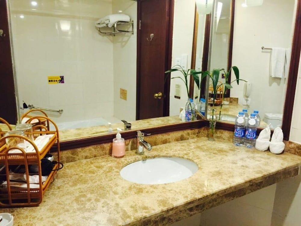 가든 호텔(Garden Hotel) Hotel Image 31 - Bathroom Amenities