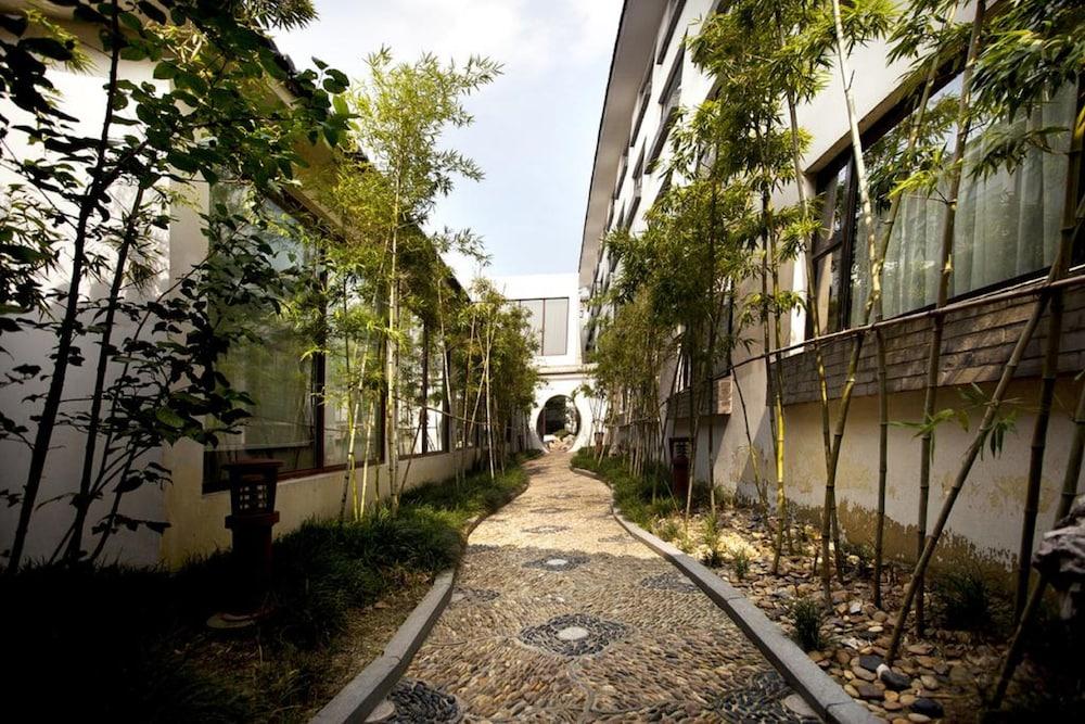 가든 호텔(Garden Hotel) Hotel Image 41 - Property Grounds