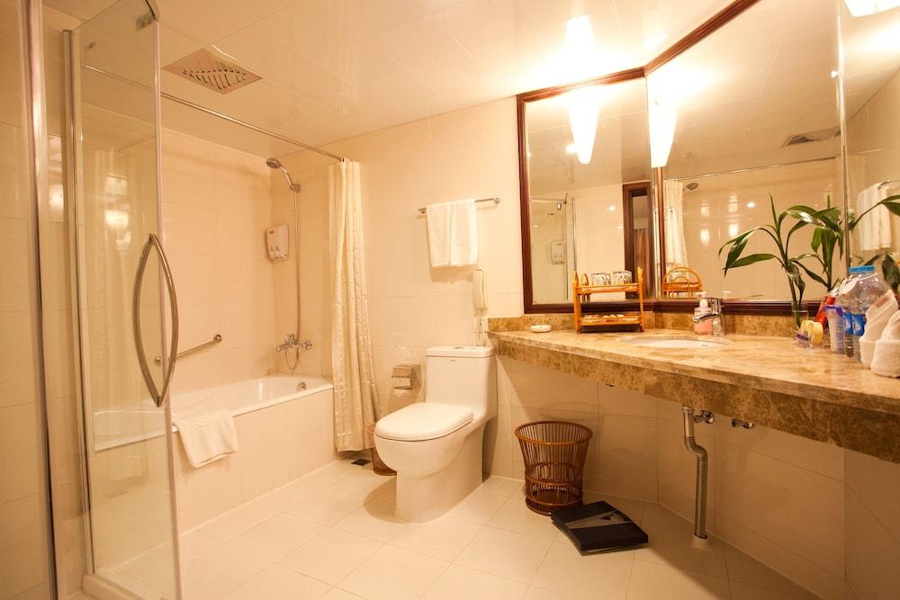 가든 호텔(Garden Hotel) Hotel Image 29 - Bathroom