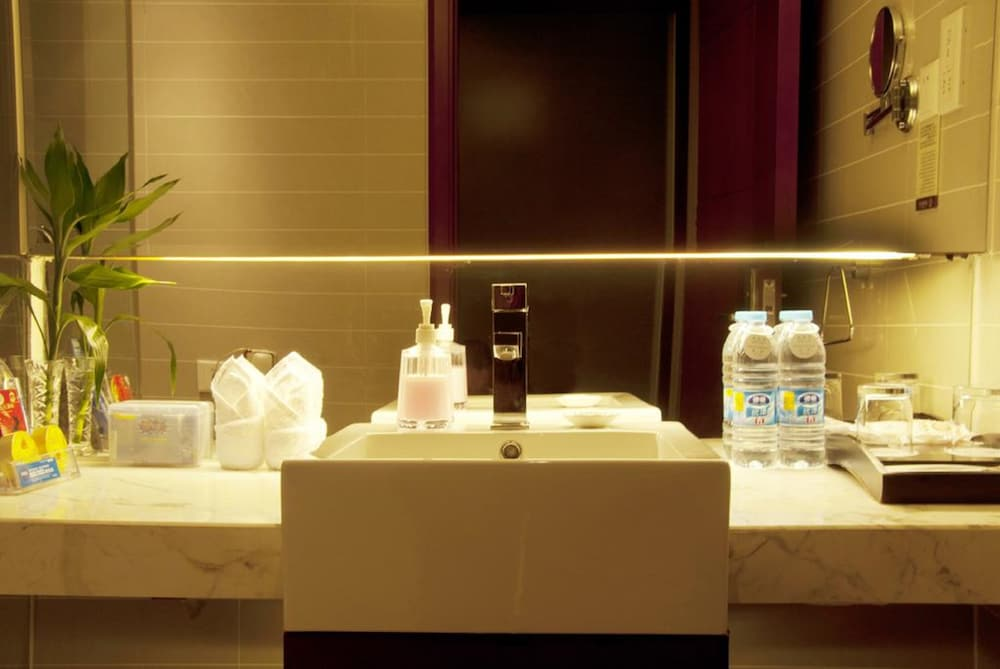 가든 호텔(Garden Hotel) Hotel Image 30 - Bathroom