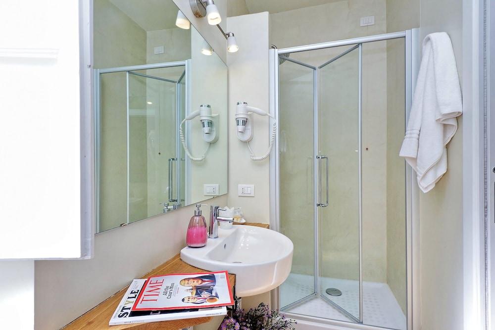 아마란토 로마노(Amaranto Romano) Hotel Image 53 - Bathroom