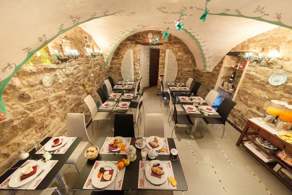 문타 에 카라 알베르고 디푸소(Munta e Cara Albergo Diffuso) Hotel Image 16 - Breakfast Area
