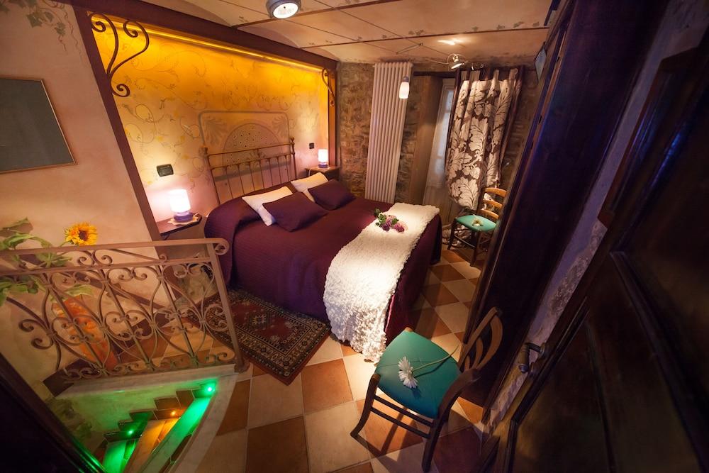 문타 에 카라 알베르고 디푸소(Munta e Cara Albergo Diffuso) Hotel Image 4 - Guestroom