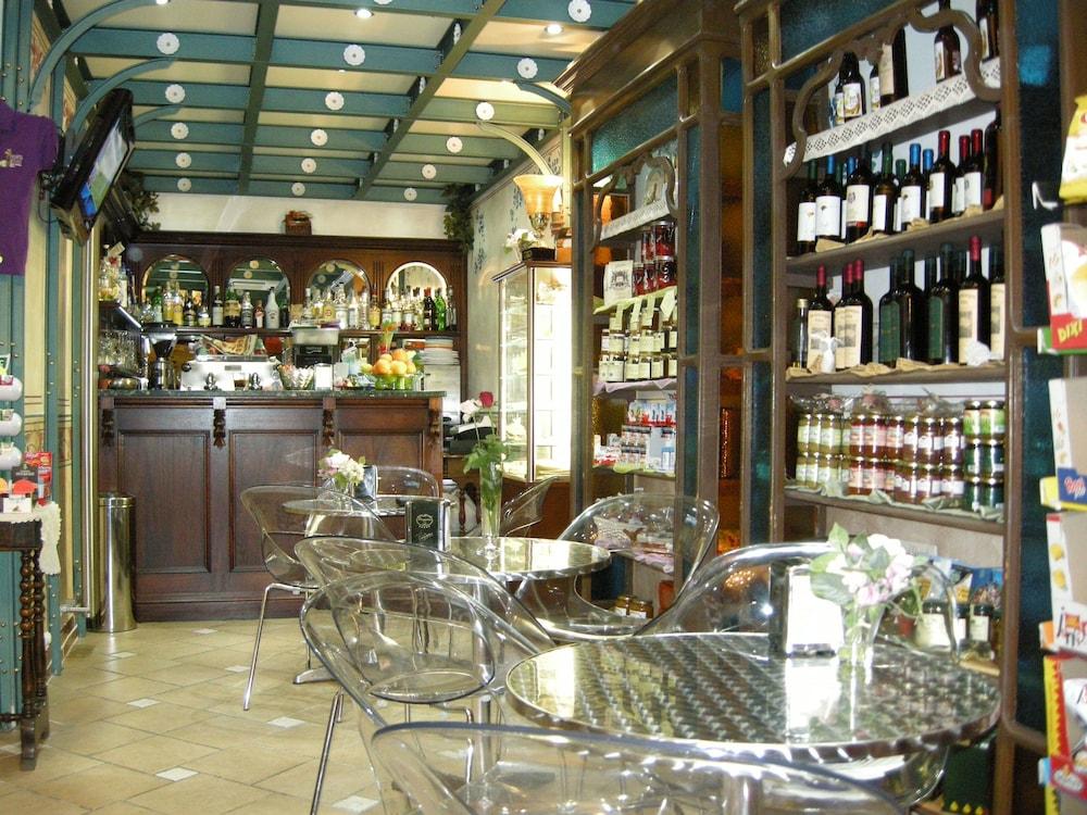 문타 에 카라 알베르고 디푸소(Munta e Cara Albergo Diffuso) Hotel Image 18 - Hotel Bar
