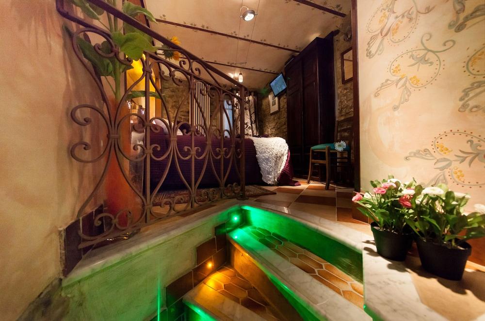 문타 에 카라 알베르고 디푸소(Munta e Cara Albergo Diffuso) Hotel Image 3 - Guestroom