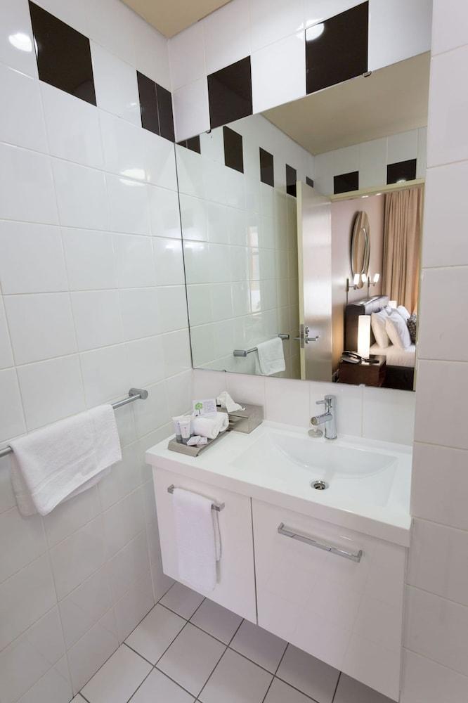 클라렌던 호텔(The Clarendon Hotel) Hotel Image 28 - Bathroom Sink