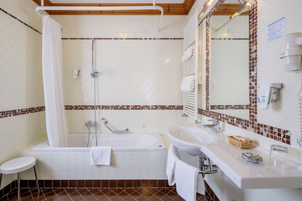 아퀼라(Aquila) Hotel Image 18 - Bathroom