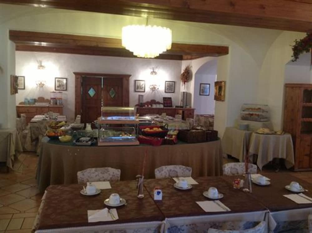 아퀼라(Aquila) Hotel Image 12 - Buffet