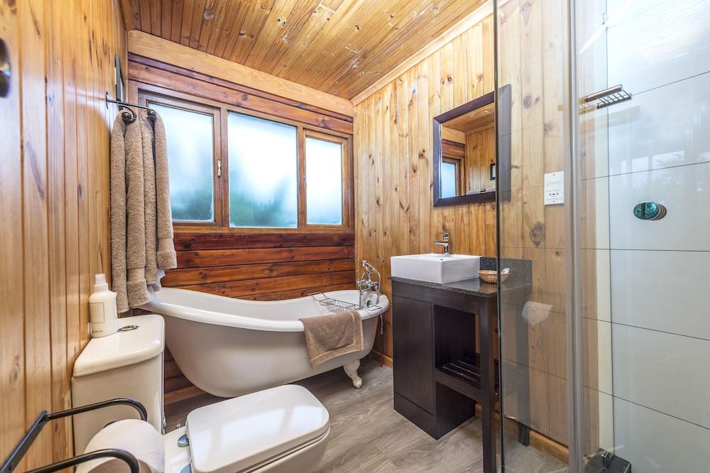 카리에가 게임 리저브-메인 로지(Kariega Game Reserve - Main Lodge) Hotel Image 5 - Bathroom
