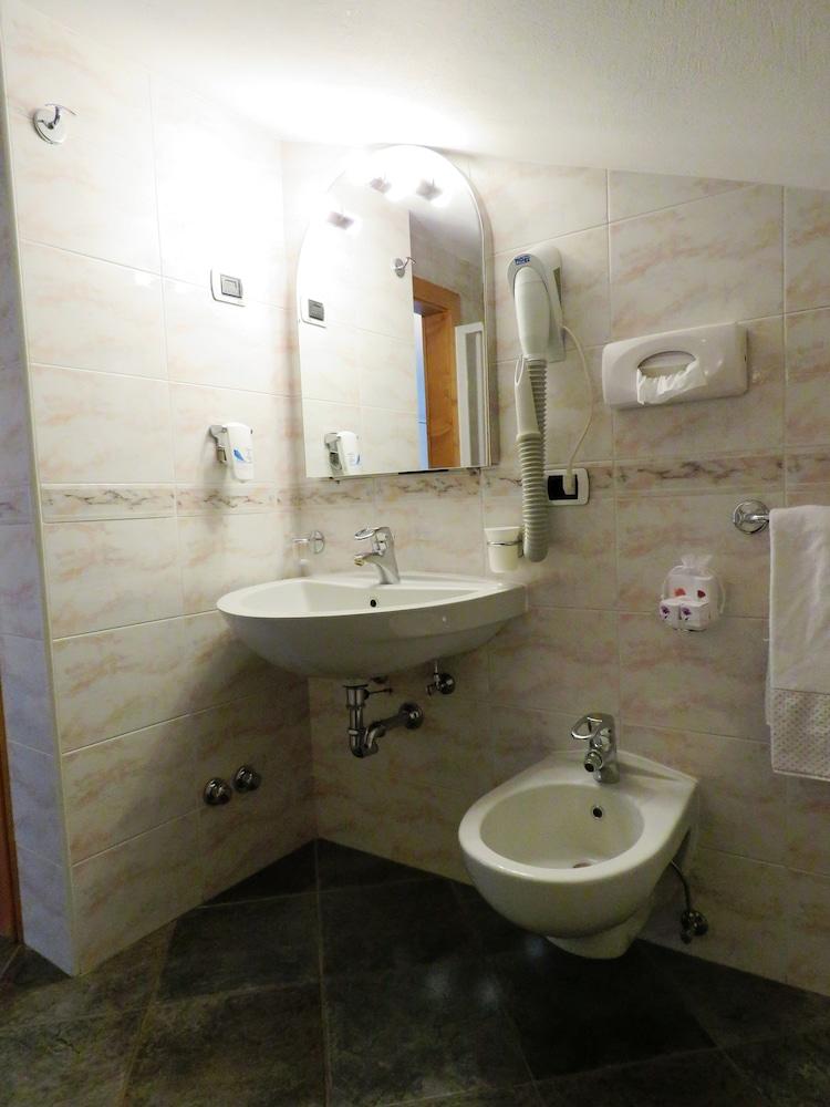 호텔 갈리(Hotel Galli) Hotel Image 24 - Bathroom