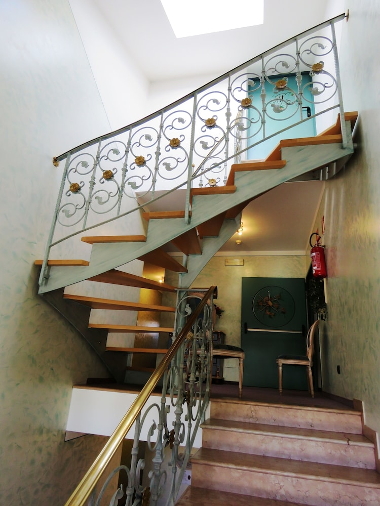호텔 갈리(Hotel Galli) Hotel Image 73 - Staircase