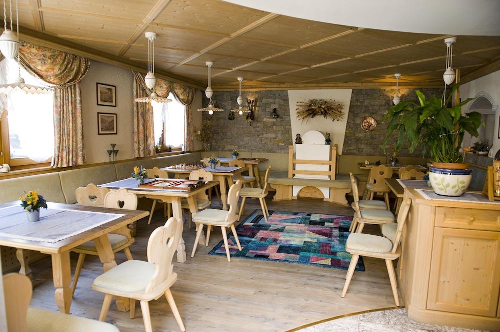 호텔 갈리(Hotel Galli) Hotel Image 68 - Hotel Bar