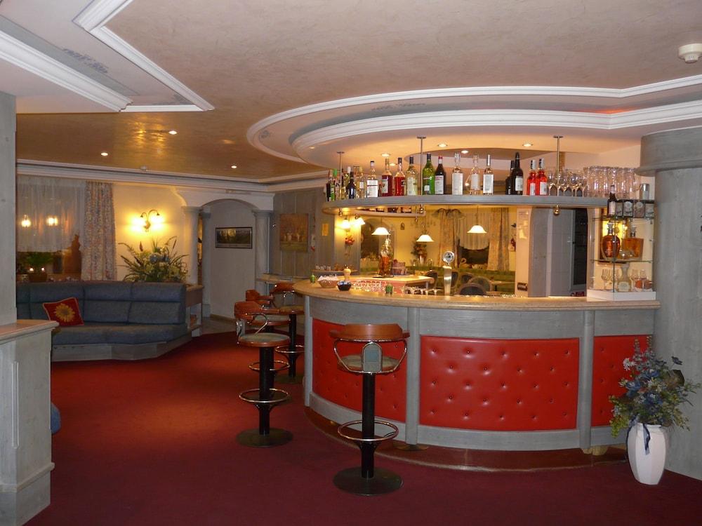 호텔 갈리(Hotel Galli) Hotel Image 69 - Hotel Bar