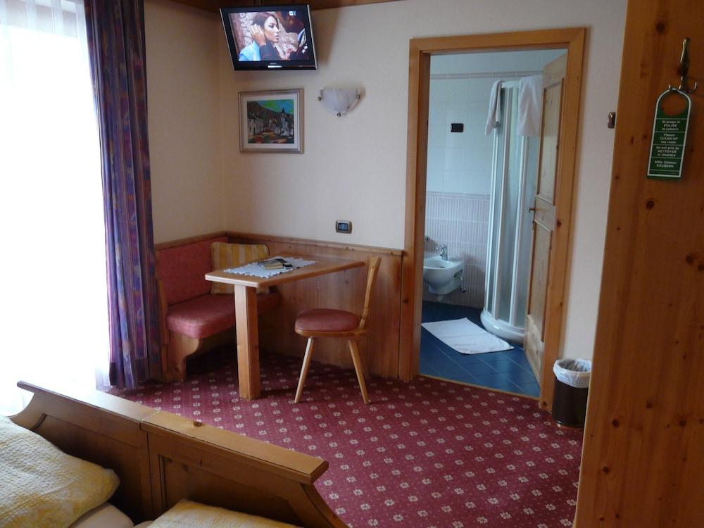호텔 갈리(Hotel Galli) Hotel Image 21 - In-Room Dining